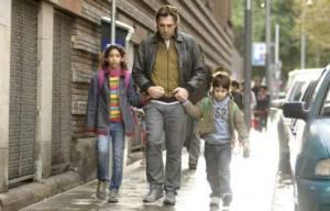 A força de um pai para manter a dignidade e cuidar dos filhos é o carro-chefe da trama